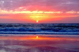 Le Bivouac avec un coucher de soleil sur l'océan